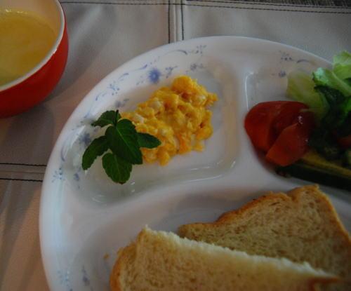 チーズ入りスクランブルエッグ~スペアミント添え~
