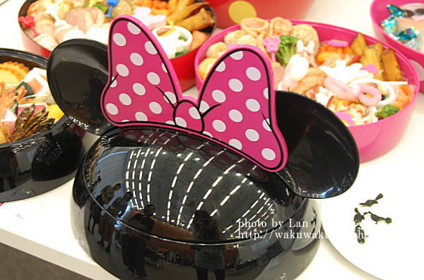 ディズニーおせち2016年ミニーマウス・シルエット三段重