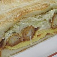 名古屋コンパルのエビフライサンドイッチ